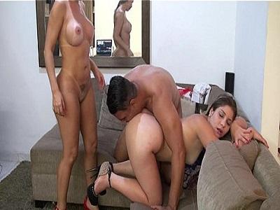 Sexo grupal porno com duas gostosas