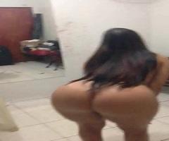 Morena rebolando peladinha e dançando em casa na webcam pra galera
