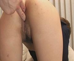 Japinha colegial tomando no cu e na buceta até ficar muito satisfeita