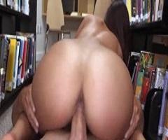Morena recebendo rola do malandro dotado sem poder gritar na biblioteca
