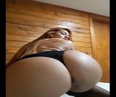 Porno caseiro ruiva malhada e toda gostosa mostrando o rabetão na cam