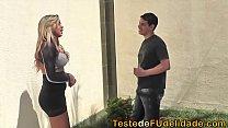 prono brasileiro com loira transando na sala com seu jardineiro